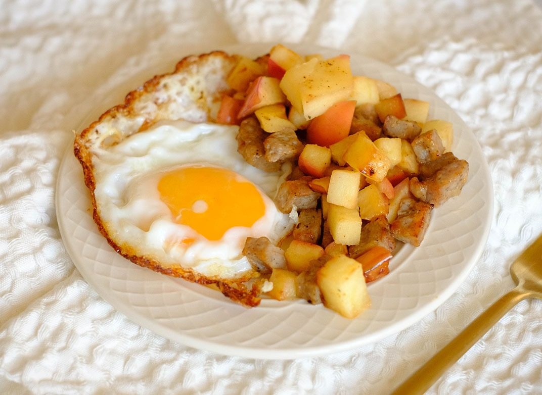 eggs and apple hash